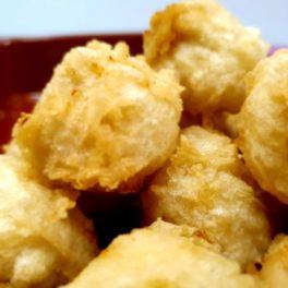Hechas con el pollo al ast de leña, huevos ecológicos y leche de vacas de pasto. Corazón de croqueta con abrigo de buñuelo.