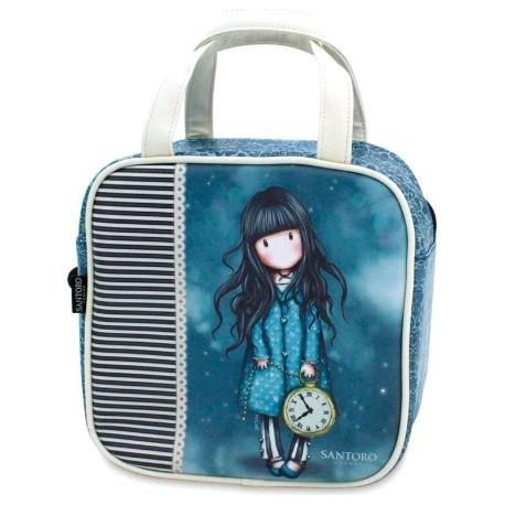 Neceser azul con la muñeca Gorjuss llevando un reloj de bolsillo grande