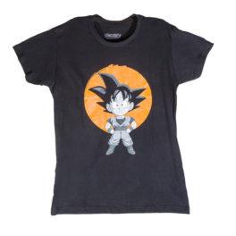 Camiseta manga corta negra con Son Goku, de pequeño, en blanco y negro y con una luna naranja detrás