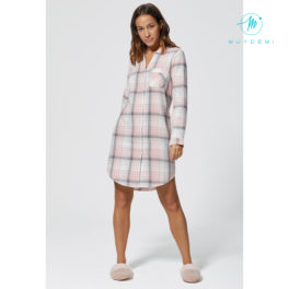 Camisola de cuadros rosa, gris y blanca calentita.